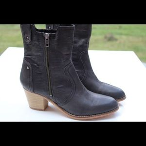 NWOT rebels ankle boots